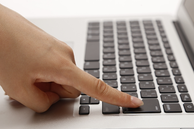 パソコンと手