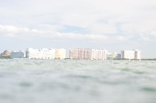 舞浜のホテル群とディズニーシー